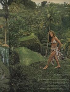 de_Rosnay_US_Vogue_December_1970_12.thumb.jpg.07bd8ad34e74419ac160c07840c549b7.jpg