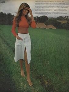 de_Rosnay_US_Vogue_December_1970_13.thumb.jpg.0ce7a7a0b503a9615da0af3584144244.jpg