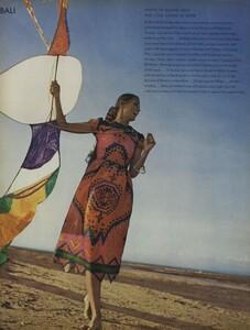 de_Rosnay_US_Vogue_December_1970_17.thumb.jpg.fa0cb13f3752278f04c3c61b89e30589.jpg