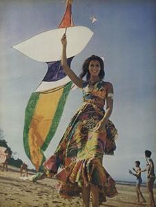de_Rosnay_US_Vogue_December_1970_18.thumb.jpg.fdc346ffd26458b0ccba81e1a277aab7.jpg