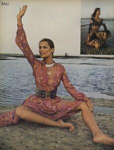 de_Rosnay_US_Vogue_December_1970_19.thumb.jpg.7d563805e28a76d83e0b162d3941ebe0.jpg