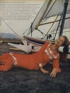 de_Rosnay_US_Vogue_December_1970_20.thumb.jpg.efd5402619fdb2ddad23a17bbdfb18a8.jpg