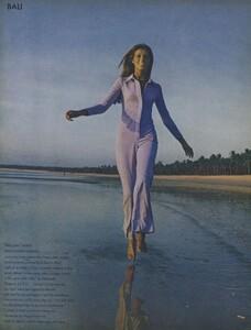 de_Rosnay_US_Vogue_December_1970_21.thumb.jpg.c4f1dc6aa2a68894e4ac89426413b600.jpg