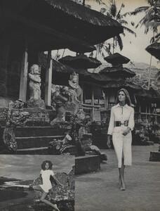 de_Rosnay_US_Vogue_December_1970_23.thumb.jpg.c449e2b9ed7fa403fe494a9c06505e5d.jpg