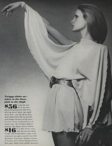 de_Villeneuve_US_Vogue_April_15th_1970_06.thumb.jpg.1b2c7ba8f25cdbc7a69b92e8cfa601f9.jpg
