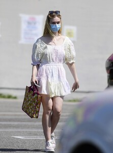 elle-fanning-out-shopping-in-los-angeles-09-09-2020-0.jpg