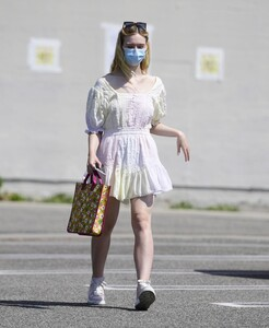 elle-fanning-out-shopping-in-los-angeles-09-09-2020-12.jpg