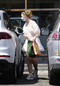 elle-fanning-out-shopping-in-los-angeles-09-09-2020-2.jpg