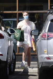 elle-fanning-out-shopping-in-los-angeles-09-09-2020-3.jpg