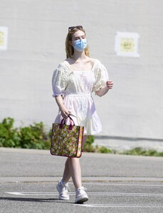 elle-fanning-out-shopping-in-los-angeles-09-09-2020-4.jpg