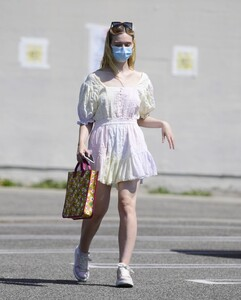 elle-fanning-out-shopping-in-los-angeles-09-09-2020-5.jpg