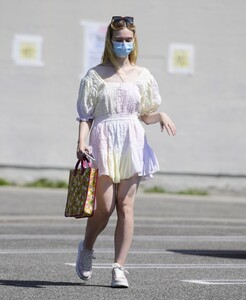 elle-fanning-out-shopping-in-los-angeles-09-09-2020-6.jpg