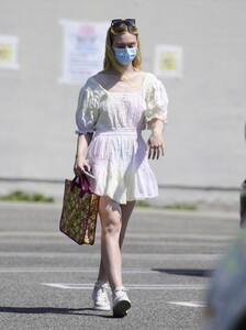elle-fanning-out-shopping-in-los-angeles-09-09-2020-7.jpg