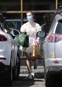 elle-fanning-out-shopping-in-los-angeles-09-09-2020-8.jpg