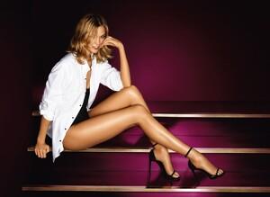 karlie-kloss-for-l-oreal-summer-legs-lotion_1.thumb.jpg.a1c7c6a6fc97af4406a67c574c94357c.jpg