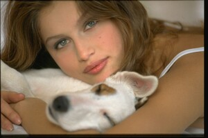 001-women-laetitia-casta-richard-melloul-dog-starwiki.org.jpg