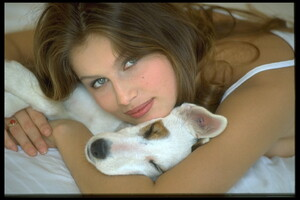002-women-laetitia-casta-richard-melloul-dog-starwiki.org.jpg