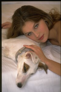 003-women-laetitia-casta-richard-melloul-dog-starwiki.org.jpg