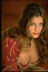 005-women-laetitia-casta-richard-melloul-red-starwiki.org.jpg