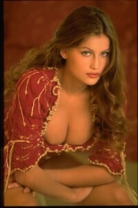 009-women-laetitia-casta-richard-melloul-red-starwiki.org.jpg