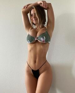 Emily_Elizabeth bikini 2.jpg