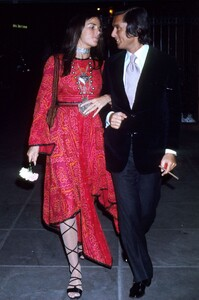 54bb676fd074a_-_hbz-ali-macgraw-style-05-red.jpg