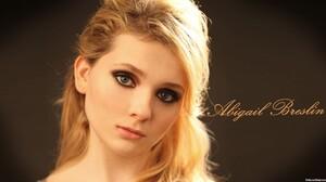 Abigail-Breslin-2016-03288.jpg