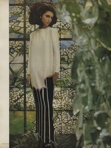 Art_Parks_US_Vogue_March_1st_1965_04.thumb.jpg.3a2b4529265c64a49368fd64ea7cd8e4.jpg