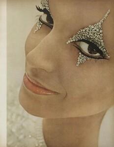 Beauty_US_Vogue_October_1st_1965_02.thumb.jpg.d22e1235ccd09d054989073a7e6b73e4.jpg