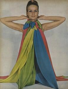 Beauty_US_Vogue_October_1st_1965_05.thumb.jpg.d4c0492e981f5f3f12af2cd9c4d32038.jpg