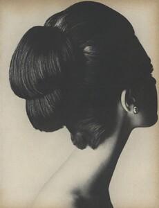 Beauty_US_Vogue_October_1st_1965_10.thumb.jpg.48ef8b16f4f2c7f003b7e950f379797c.jpg