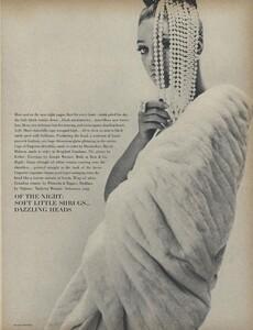 Belle_Newton_US_Vogue_October_1st_1965_02.thumb.jpg.a0a410def2231876b274d044838afa22.jpg