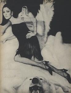 Belle_Newton_US_Vogue_October_1st_1965_05.thumb.jpg.d0f35f95538dc6ba98b3722e09da4065.jpg