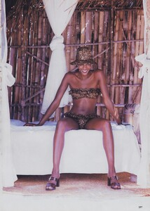 Bikini_Ritts_US_Vogue_May_1996_08.thumb.jpg.8c999b823bd5be6b35c8b06eda51ec89.jpg