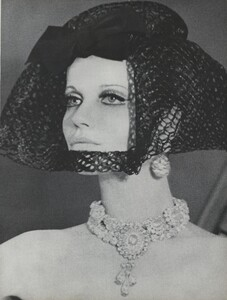 Brillant_Parks_US_Vogue_March_1st_1965_16.thumb.jpg.3676167eb14d7c91aacf8e54d34d864d.jpg
