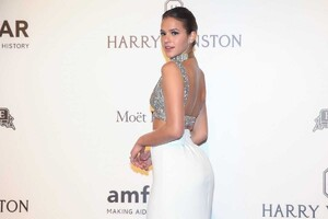 Bruna-Marquezine-at-2017-Amfar-Inspiration-Gala-in-Sao-Paulo-7.jpg