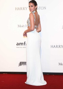 Bruna-Marquezine-at-2017-Amfar-Inspiration-Gala-in-Sao-Paulo-8.jpg