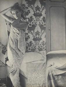 Clarke_US_Vogue_July_1965_01.thumb.jpg.77538ade188cb2ba437c84a44c6d9844.jpg