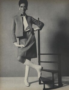 Get_Out_US_Vogue_October_15th_1965_01.thumb.jpg.5e17011432e755ab373f9b38f6ba22c2.jpg