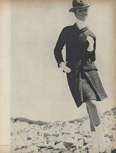 Get_Out_US_Vogue_October_15th_1965_08.thumb.jpg.79ceb42bbff5d0a5ef81e6b03293b6e1.jpg