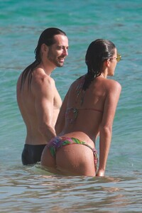Izabel-Goulart-and-Bruna-Marquezine-Sexy-41-The-Fappening-Blog.jpg