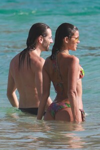 Izabel-Goulart-and-Bruna-Marquezine-Sexy-43-The-Fappening-Blog.jpg