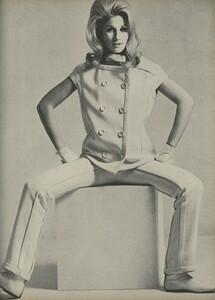 Klein_Clarke_US_Vogue_March_15th_1965_04.thumb.jpg.48bd04e148bc2d6b4fe6d8a8c21587be.jpg