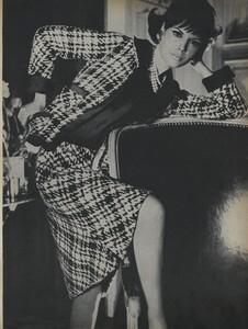 Klein_Clarke_US_Vogue_March_15th_1965_08.thumb.jpg.95c40335aa513a801a351eb10062b205.jpg