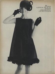 Klein_Clarke_US_Vogue_March_15th_1965_13.thumb.jpg.a350db82548a41153b45cf4ed731006b.jpg