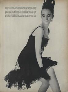 Klein_Clarke_US_Vogue_March_15th_1965_14.thumb.jpg.625179621d97da3c7f58ff938f167013.jpg