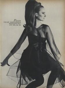 Klein_Clarke_US_Vogue_March_15th_1965_16.thumb.jpg.2bd1c713711352d1f19135126542d6bc.jpg