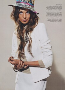 Meisel_US_Vogue_May_2004_03.thumb.jpg.fba53c1871adfed6bd8f42794ea9e328.jpg