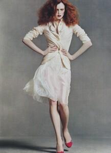 Meisel_US_Vogue_May_2004_04.thumb.jpg.33cd59205fd18614743fdf4978f8a372.jpg
