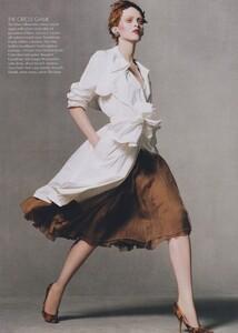 Meisel_US_Vogue_May_2004_08.thumb.jpg.9d35b2625aeffd2b14190cdebdc61c10.jpg